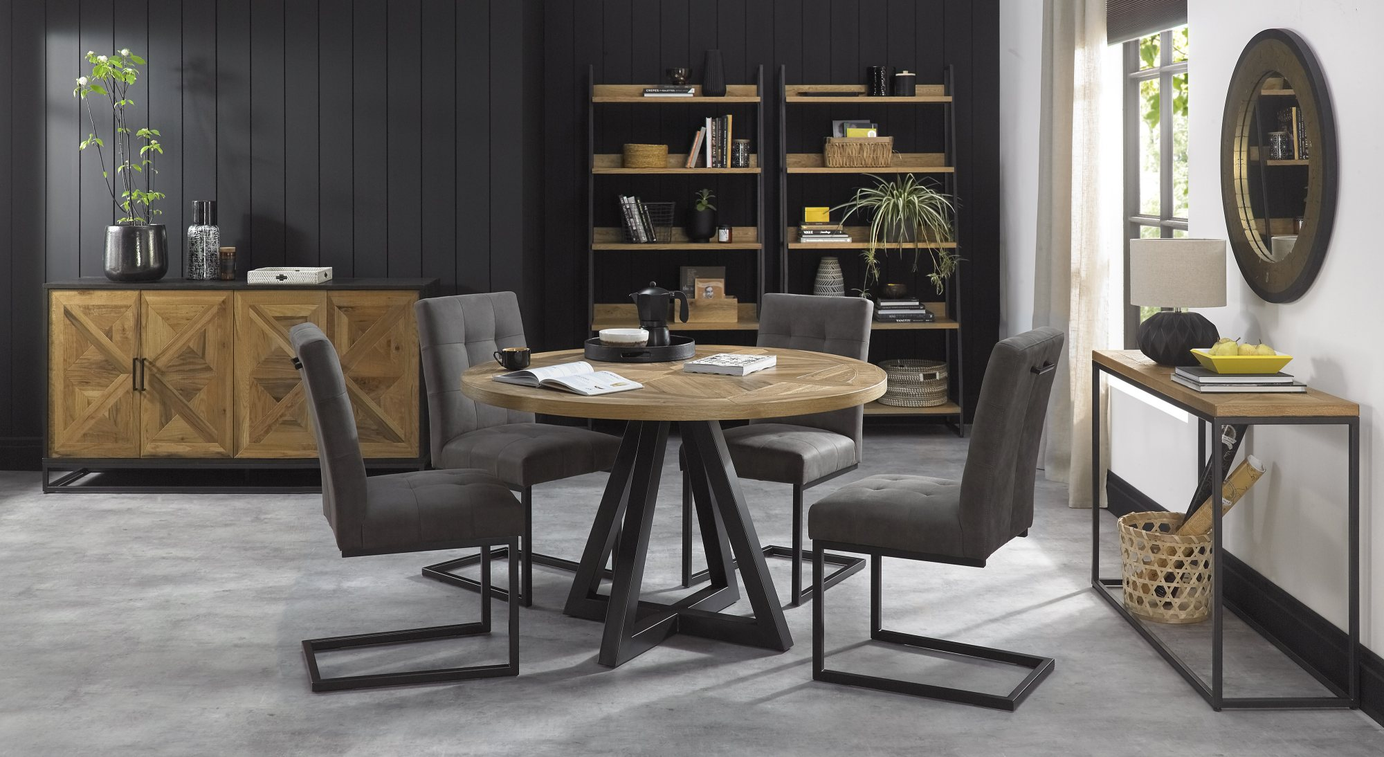 HELIX ROUND WITH CANTER CHAIRS