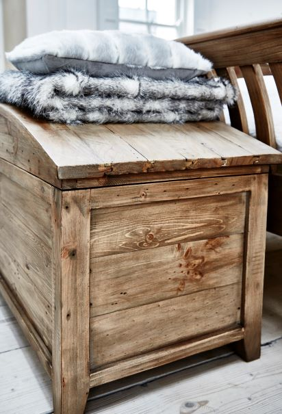 BELFIELD BLANKET BOX