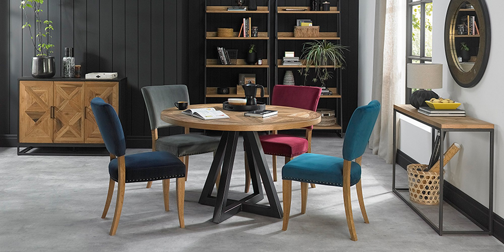 HELIX ROUND TABLE WITH HIGHLAND COLOUR CHAIRS