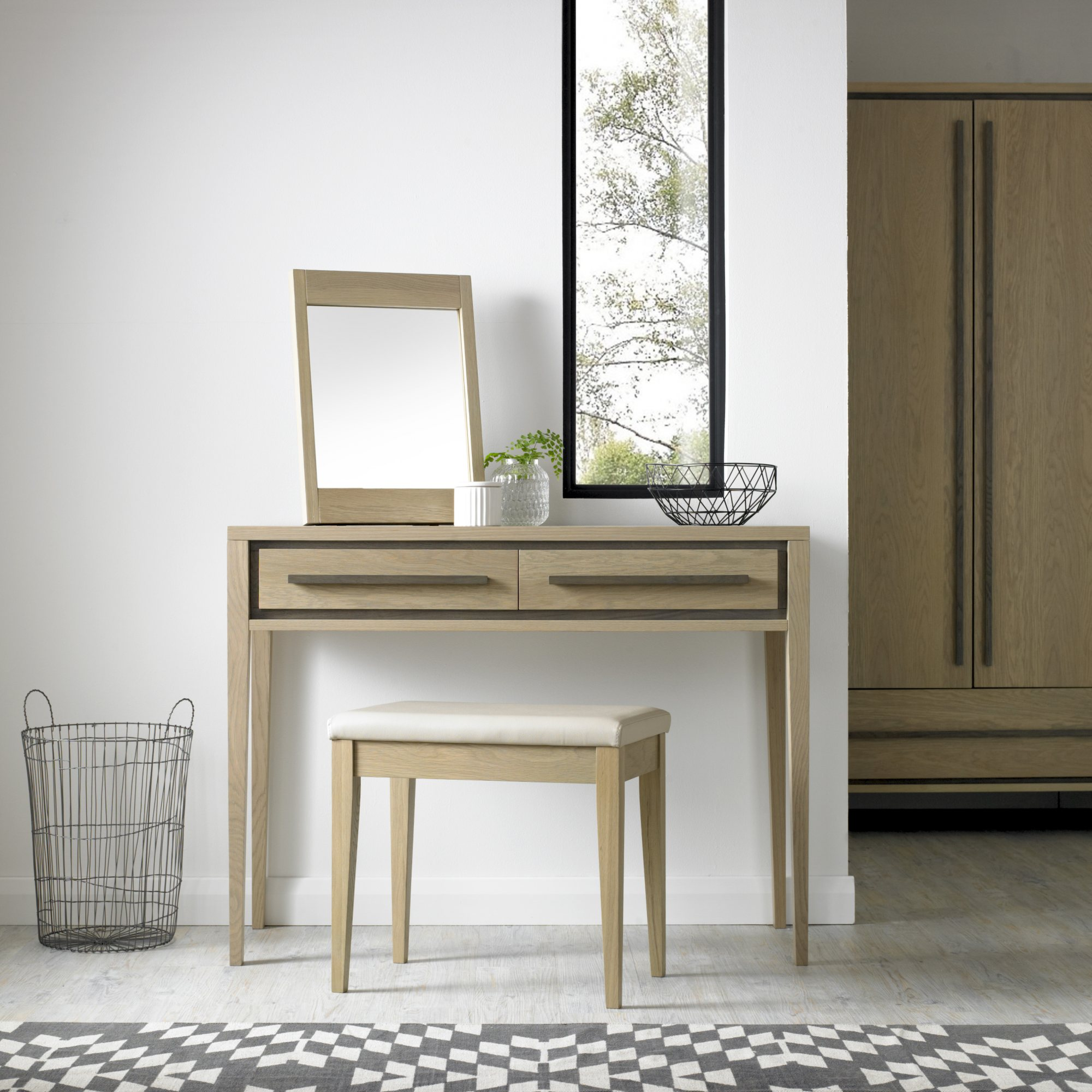 CARELL MIRROR AND DRESSING TABLE