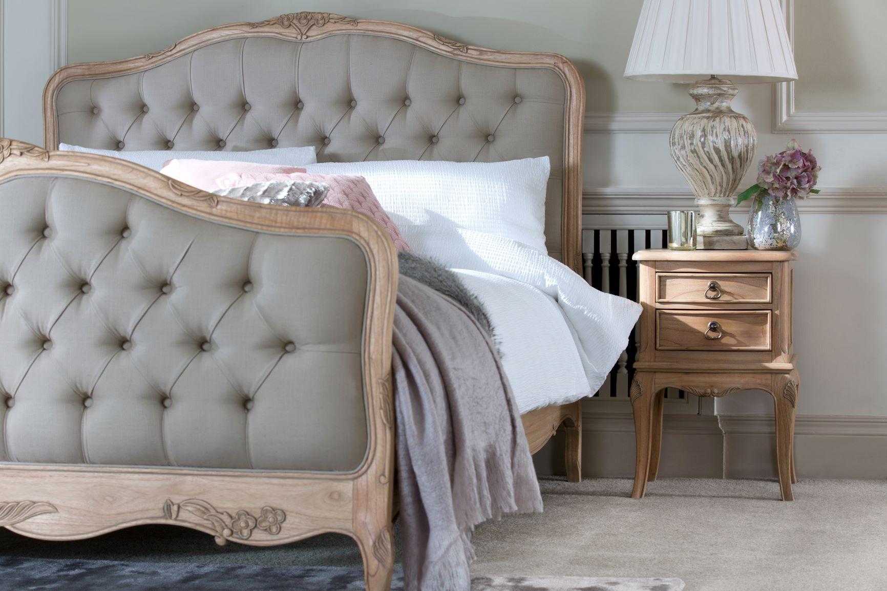 CLAREMONT BEDSIDE ROOM SETTING