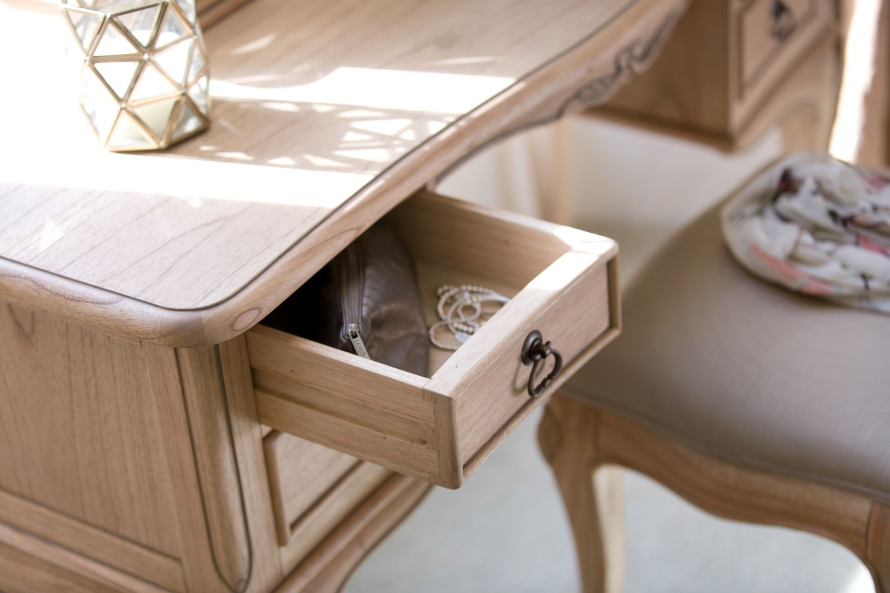 CLAREMONT DRESSING TABLE - DRAWER DETAIL.