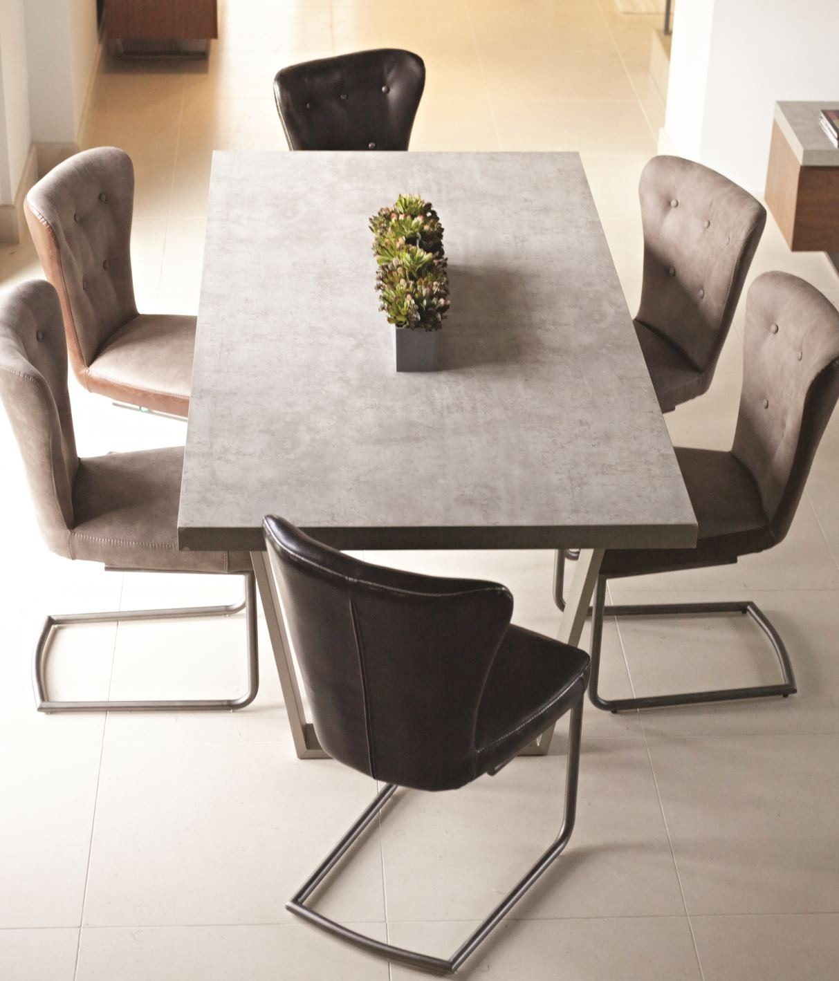 CONCRETE LOOK DINING SET - TOP DETAIL