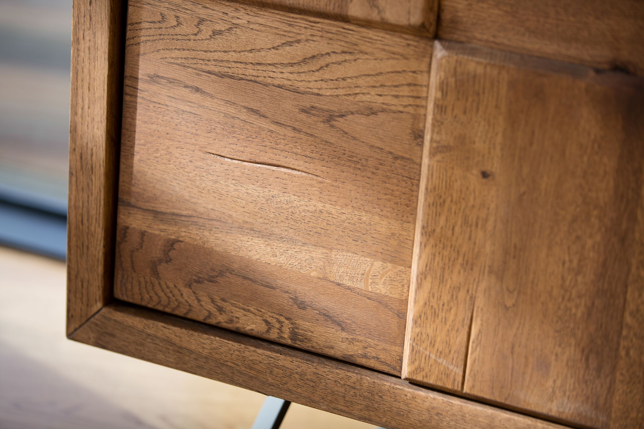 CORMAR OILED OAK LARGE SIDEBOARD - DOOR DETAIL