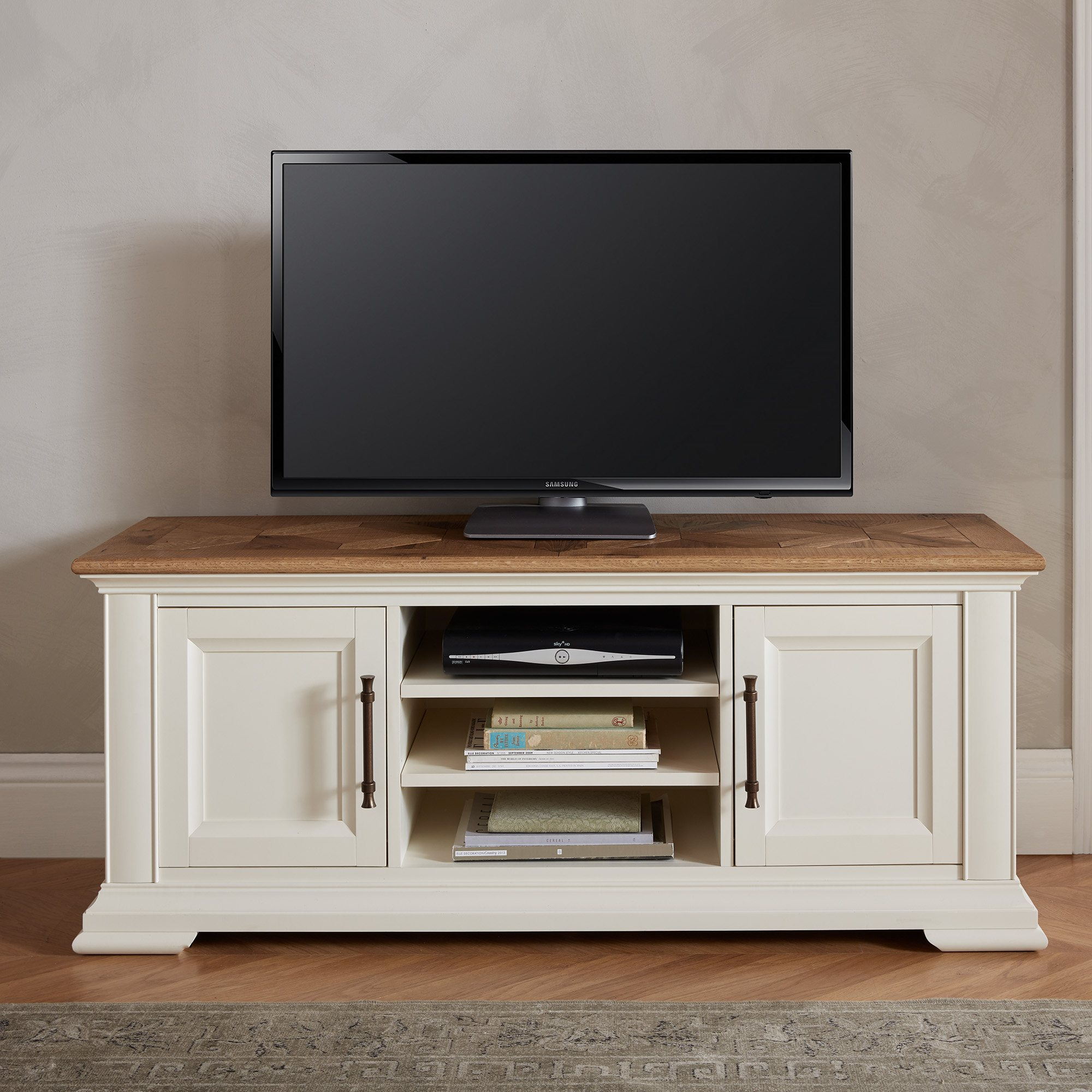 HIGHLAND TV UNIT - L138cm x D44cm x H57cm