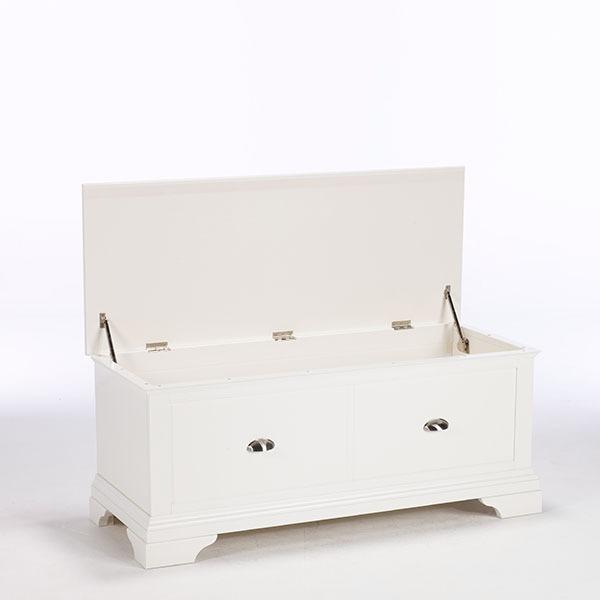 KYRA WHITE BLANKET BOX - STORAGE DETAIL