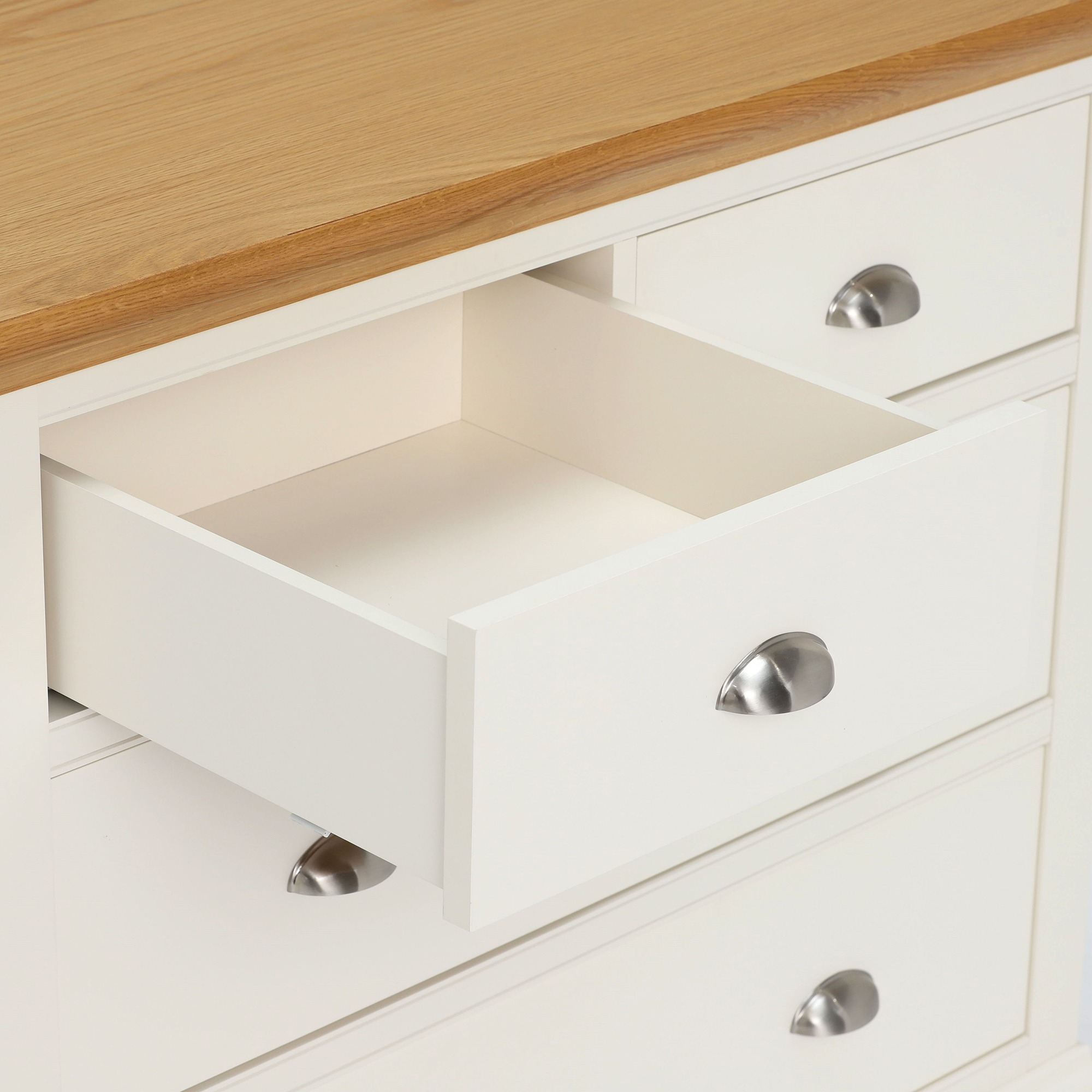 SOFT CLOSING DRAWER DETAIL - CLOSE UP