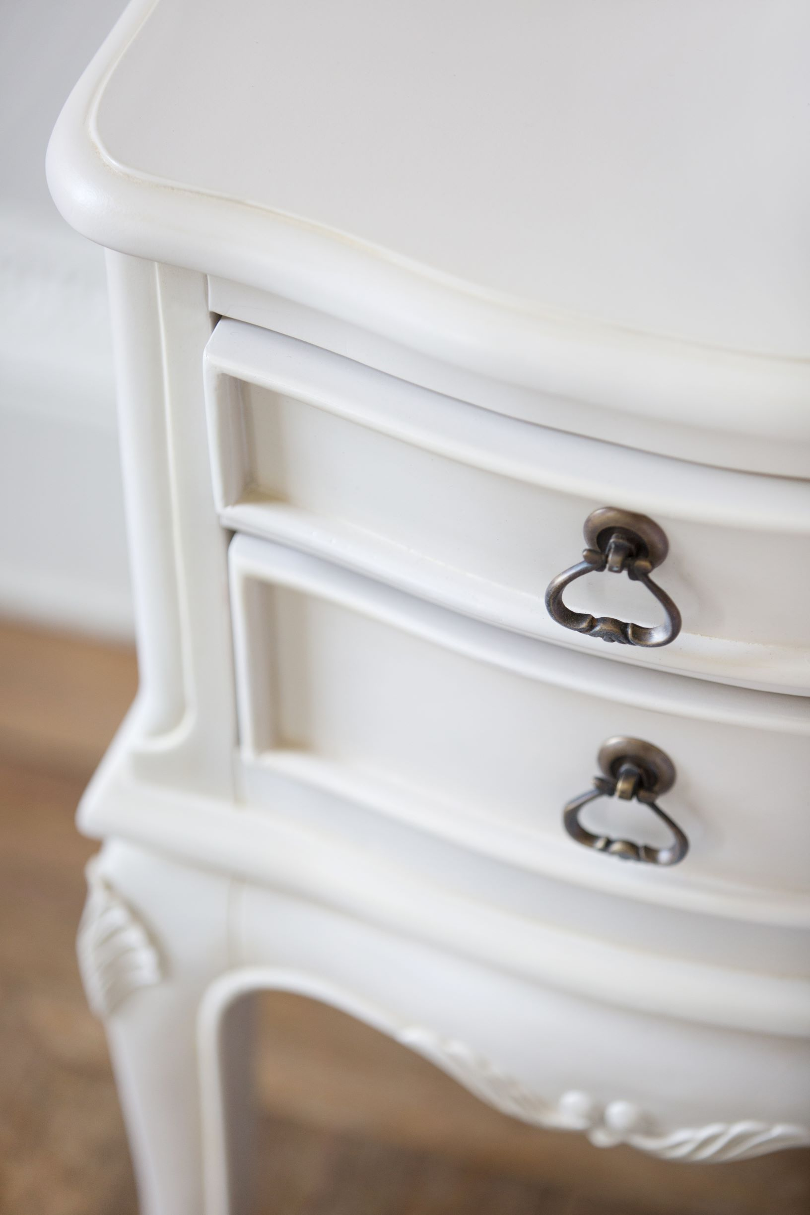 CHATEAU BEDSIDE - HANDLE DETAIL