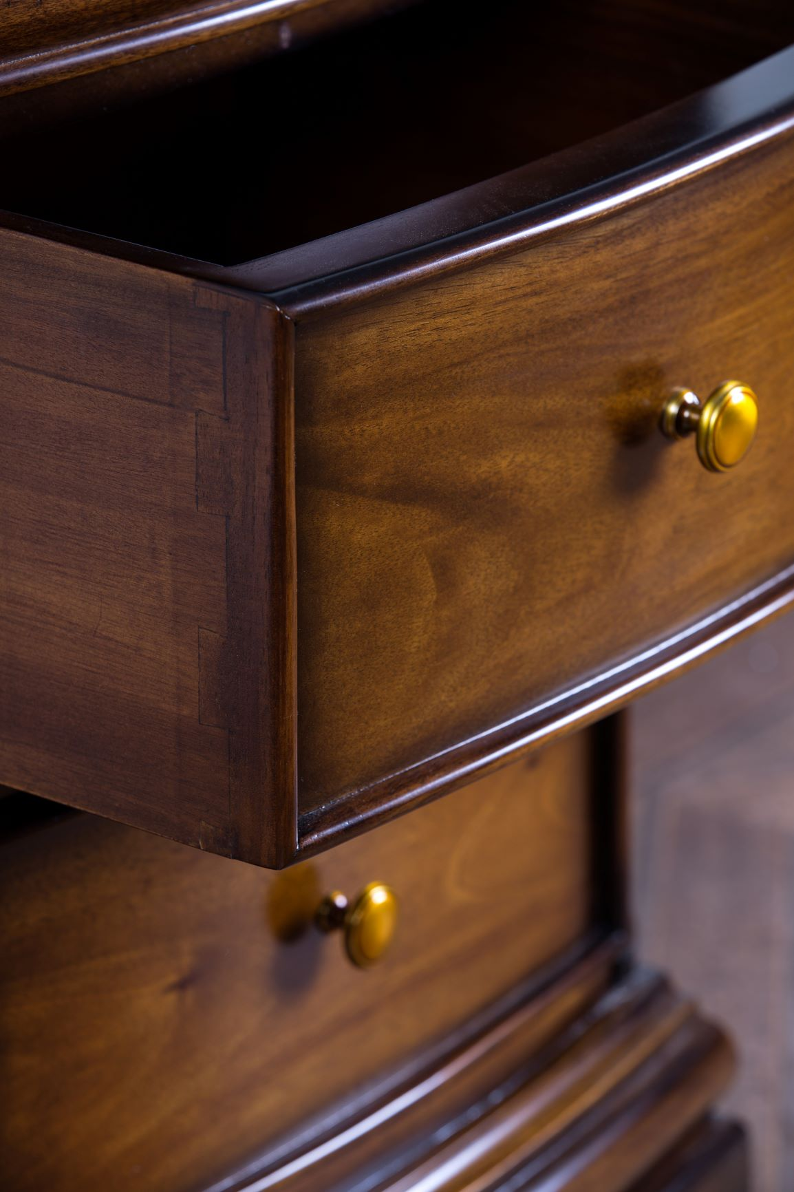 LARGE DRAWER DETAIL