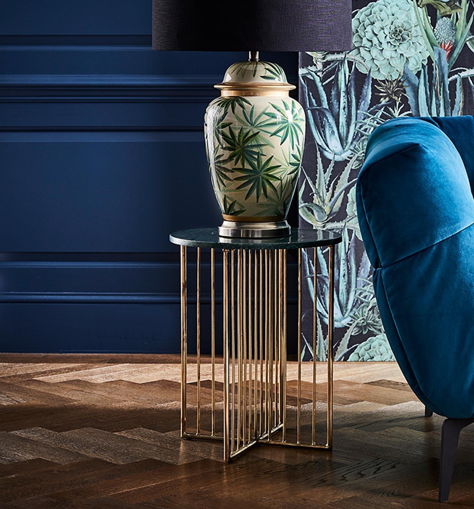 INSIGNIA LAMP TABLE